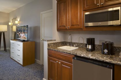 7.jpg | 3 Bedroom 3 King Premier Suite | Hilton Grand Vacations on the Las Vegas Strip