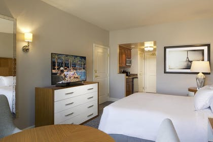 9.jpg | 3 Bedroom 3 King Premier Suite | Hilton Grand Vacations on the Las Vegas Strip