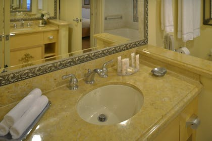 Bathroom | One Bedroom Suite | Polo Towers by Diamond Resorts