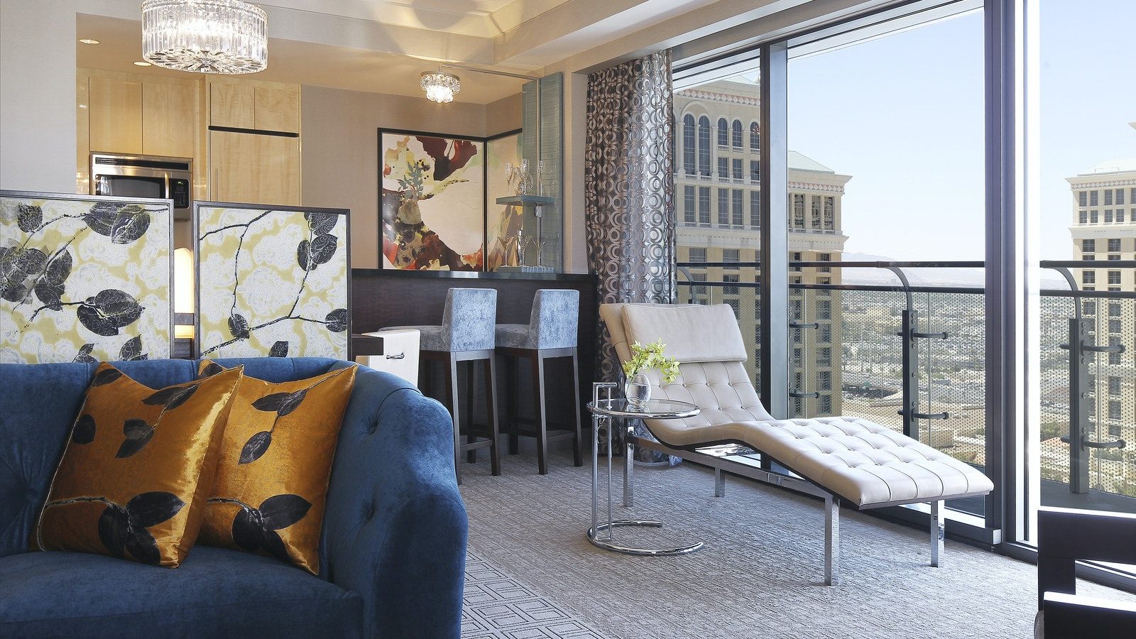Wraparound fountain view terrace suite the cosmopolitan for Terrace one bedroom fountain view