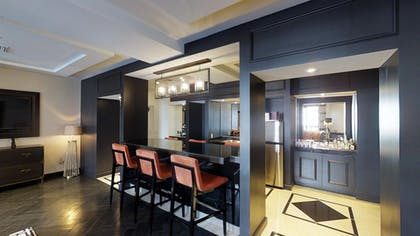 Bar | Gallery Suite + 1 King | The Cromwell