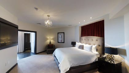 Bedroom 2 | Gallery Suite + 1 King | The Cromwell