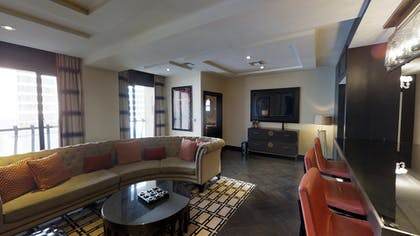 Living Area | Gallery Suite + 1 King | The Cromwell