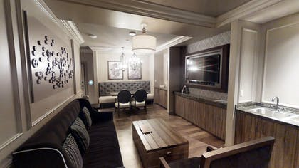 Living Area | Parlour Suite | Strip View | The Cromwell