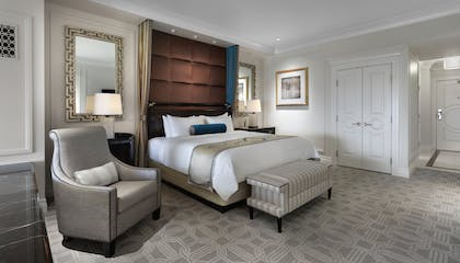 Luxury View Bed | Bella View Suite + Luxury View Suite | The Palazzo Resort Hotel & Casino