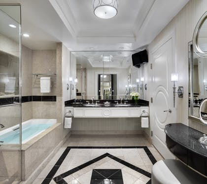 bath. | Bella View Suite | The Palazzo Resort Hotel & Casino