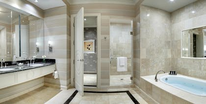 Bathroom 2 | Lago Two Bedroom Suite | The Palazzo Resort Hotel & Casino