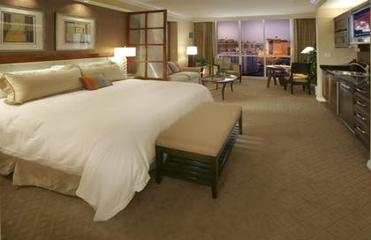 Bedroom | Signature Deluxe Suite | The Signature at MGM Grand