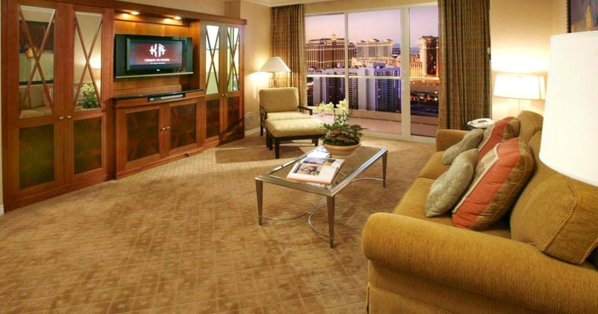 One Bedroom Balcony Suite Deluxe Suite At The Signature At Mgm Grand Suiteness Stay Connected