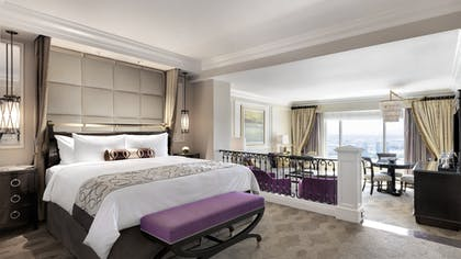 Bedroom | Luxury View Suite + Luxury View Suite | The Venetian Resort Hotel & Casino