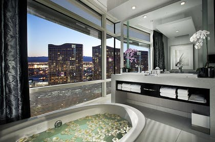 Bath tub | Sky Suites Two Bedroom Penthouse – Mountain View | ARIA Resort & Casino Las Vegas