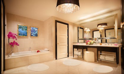 Bathroom | Encore Parlor Suite | Encore at Wynn Las Vegas