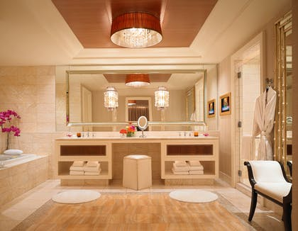 Bathroom | Encore Salon Suite | Encore at Wynn Las Vegas