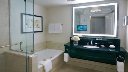 Bathroom | One-Bedroom Suite King | Four Seasons Hotel Las Vegas