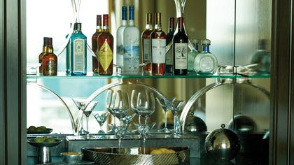 Wet Bar | One-Bedroom Suite King | Four Seasons Hotel Las Vegas