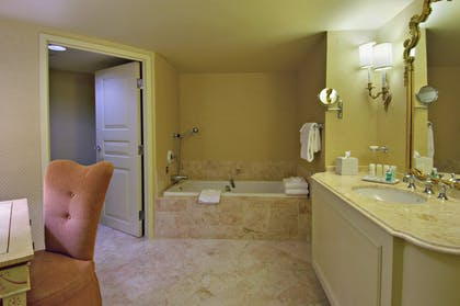 Bathroom | Deluxe Suite + 1 King | Paris Las Vegas
