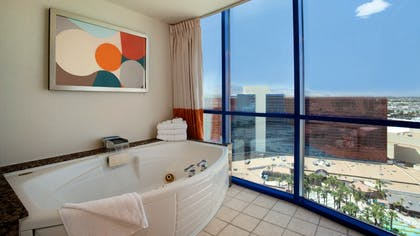 Bathroom | Masquerade Suite + 1 King | Rio All-Suite Hotel & Casino