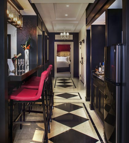 Hallway | Gallery Suite + 1 King | The Cromwell
