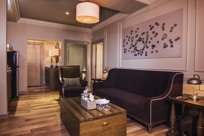 Sitting Area | Parlour Suite | Strip View | The Cromwell