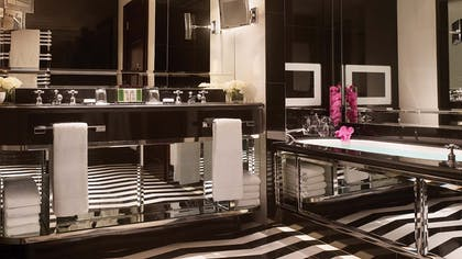 Bathroom | The Actor's Penthouse | Corinthia Hotel London