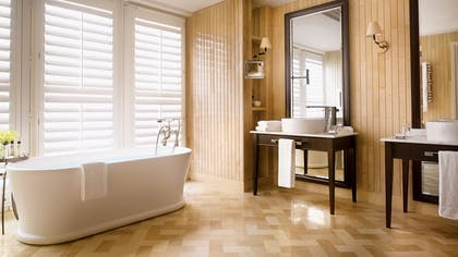 Bathroom | The Explorer's Penthouse  | Corinthia Hotel London
