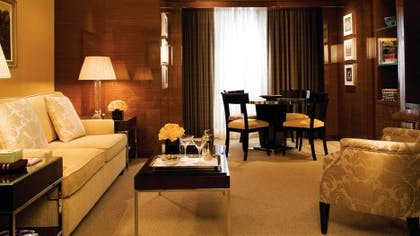 Living room | Ambassador Suite + Guestroom | Four Seasons Hotel London at Park Lane