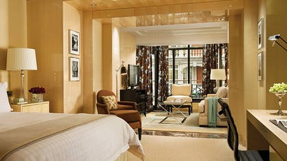 Bedroom | Executive Conservatories | Four Seasons Hotel London at Park Lane