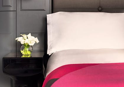 bedroom | River View Balcony Suite + River View Deluxe | Mondrian London at Sea Containers