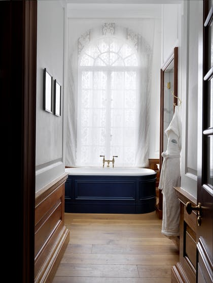 Deep soaking tub | Heritage Suite | The Ned Hotel