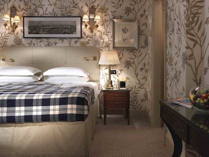 Bedroom | Junior Suite Main House  | The Stafford London