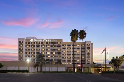 LAXNWDT_dt_norwalk_dusk_exterior_final_16bit_S.jpg | DoubleTree by Hilton Hotel Los Angeles - Norwalk