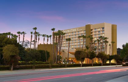 Exterior_Shot | DoubleTree by Hilton Hotel Los Angeles - Westside