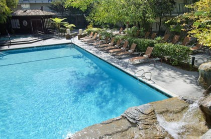 Outdoor Pool | DoubleTree by Hilton Hotel Torrance - South Bay