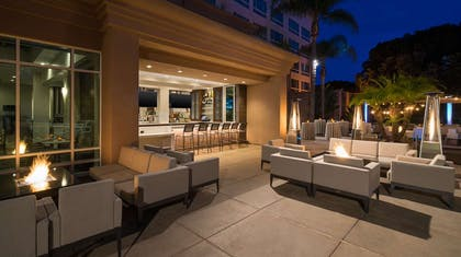 Outdoor Dining | DoubleTree Suites by Hilton Santa Monica