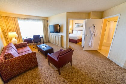 DTLASM2.jpg | 1 King Bed 1 Bedroom Suite + 2 Queen 1 Bedroom Suite | DoubleTree Suites by Hilton Santa Monica