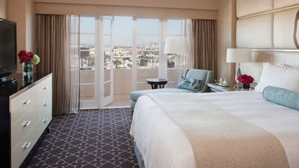 Bedroom | Grand Luxury Suite | Four Seasons Los Angeles at Beverly Hills