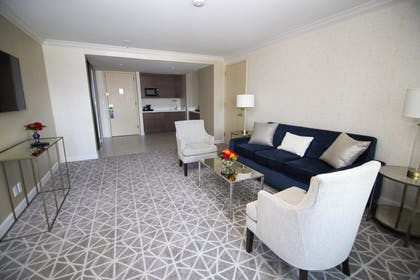 HLAUCC.jpg | 1 King Bed 1 Bedroom Suite w/ Great Views | Hilton Los Angeles-Universal City