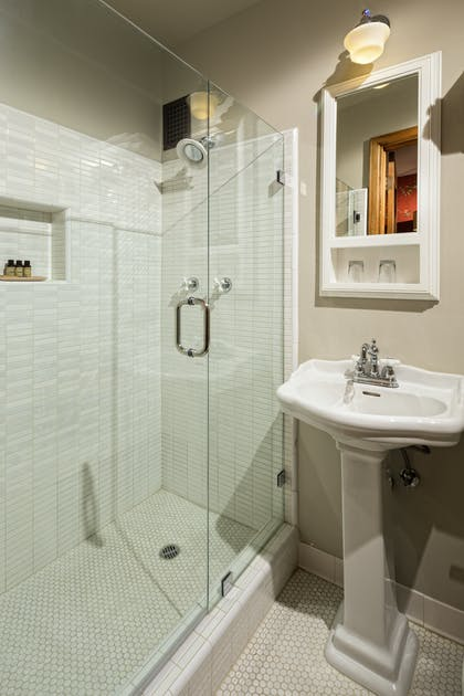Bathroom | One Bedroom Corner Suite |  Hotel Normandie LA