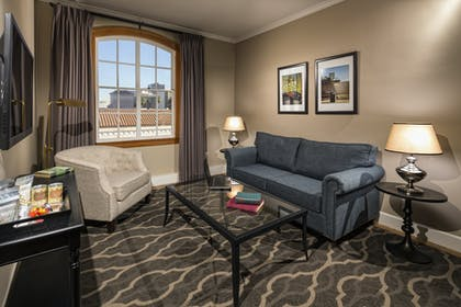 Parlor Room | One Bedroom Corner Suite |  Hotel Normandie LA