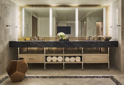 Bathroom | Presidential Suite | L'Ermitage Beverly Hills