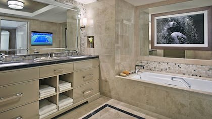 Bathroom | Viceroy Studio Double Suite + Viceroy Skyline Studio Suite | L'Ermitage Beverly Hills