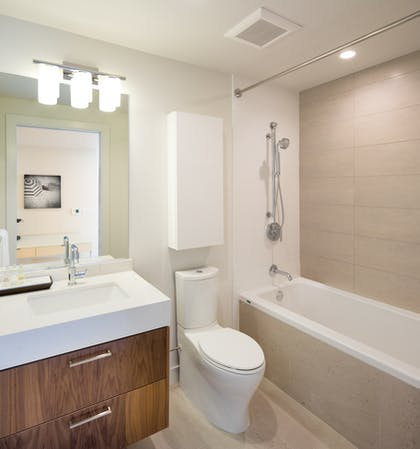 Bathroom | Deluxe Three Bedroom Suite | LEVEL Furnished Living Suites