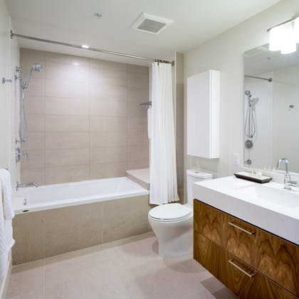Second bathroom | Deluxe Three Bedroom Suite | LEVEL Furnished Living Suites