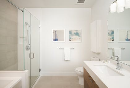 Third bathroom | Deluxe Three Bedroom Suite | LEVEL Furnished Living Suites