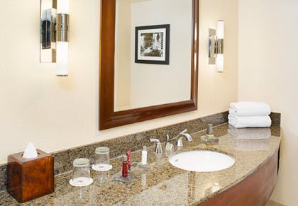 Bathroom | Executive Suite | 2 Double | Los Angeles Marriott Burbank Airport