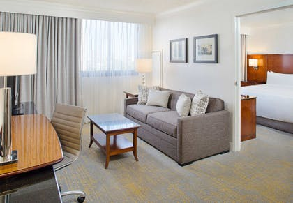Living room | Executive Suite | 2 Double | Los Angeles Marriott Burbank Airport