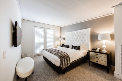Bedroom | Executive Suite | Mosaic Hotel - Beverly Hills
