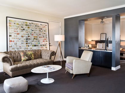 Living room | Classic Guest Suite | Palihouse West Hollywood