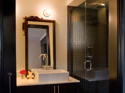 Bathroom | Classic Guest Suite | Palihouse West Hollywood