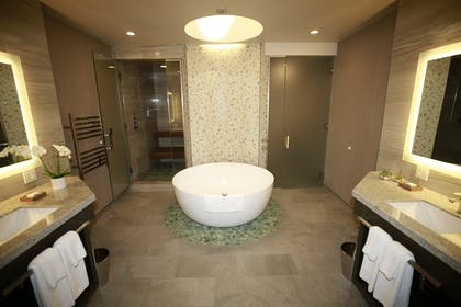 Bathroom | Penthouse Suite | Shade Hotel Redondo Beach